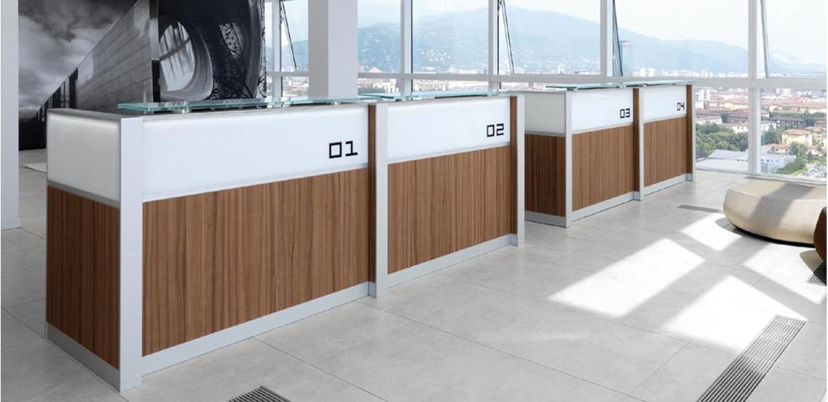 Mobili per ufficio banconi reception accettazione front desk for Banconi reception per ufficio
