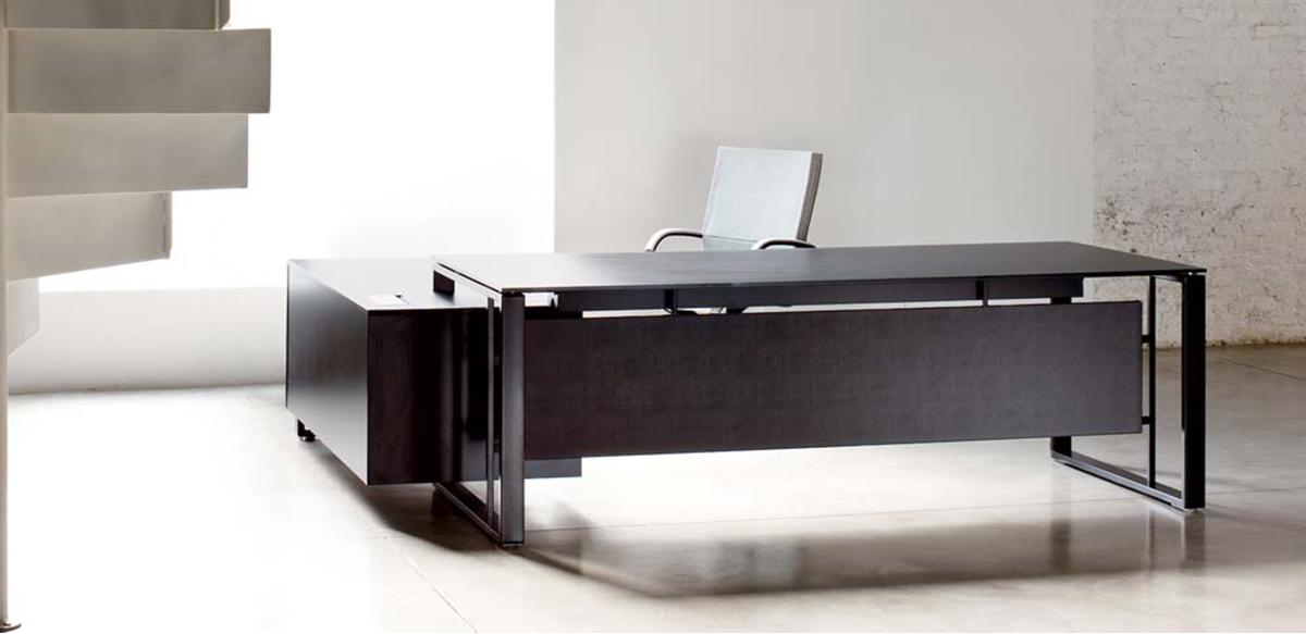 Mobili per ufficio scrivania direzionale con mobile portante for Scrivania direzionale